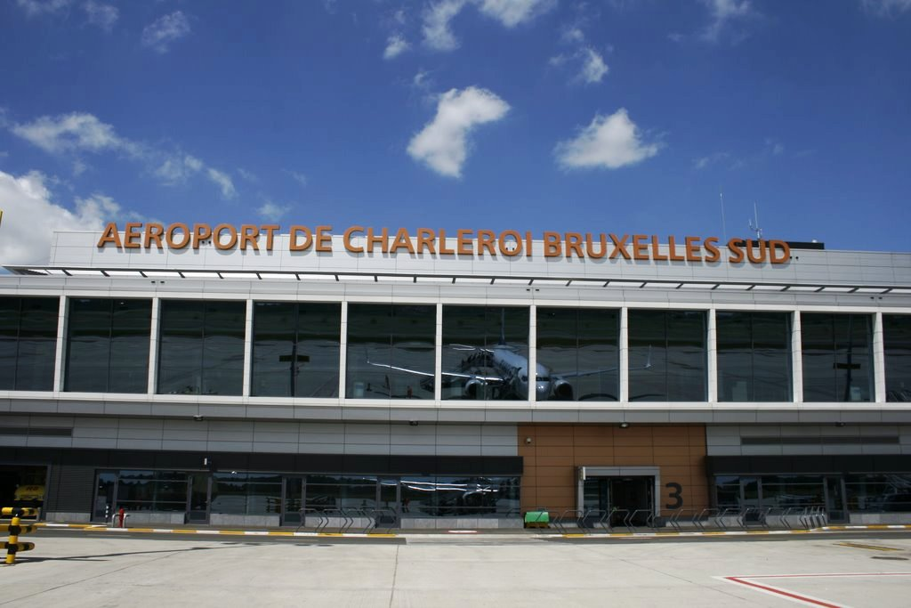 Gobierno belga y policías alcanzan acuerdo para reabrir aeropuerto el domingo