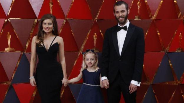 """Los directores del corto de ficción """"Silent Child"""", con la pequeña protagonista de 6 años, Maisie Sly, que es sorda. REUTERS"""