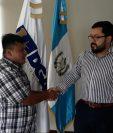 Pedro Perebal y Carlos Velásques durante la entrevista de trabajo en Aeronáutica Civil. (Foto Prensa Libre: Cortesía DGAC)