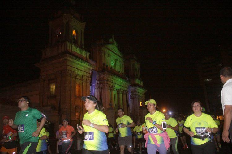 La corredores pasaron por los lugares más emblemáticos de la ciudad.