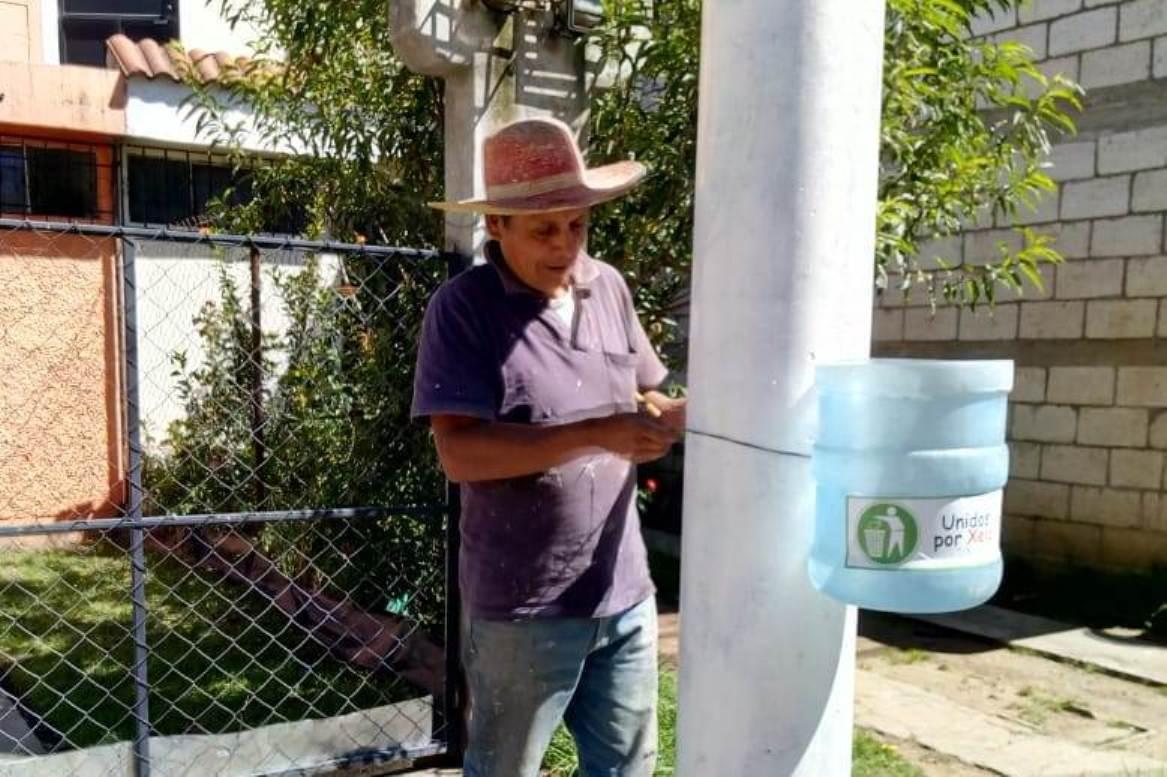 os vecinos pueden adoptar un basurero ofreciendo su ayuda por medio de las redes sociales del movimiento. (Foto Prensa Libre: María Longo)