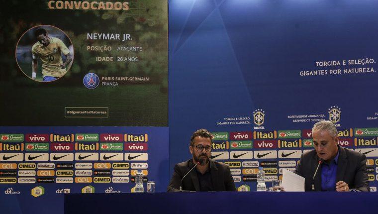 Tite anunció en conferencia de prensa a sus guerreros para el Mundial de Rusia 2018. (Foto Prensa Libre: EFE)