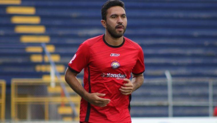 El artillero mexicano Carlos Kamiani Félix llegó a los 162 goles en la Liga Nacional. Ha marcado ocho con Xelajú MC. (Foto Prensa Libre: Raúl Juárez)