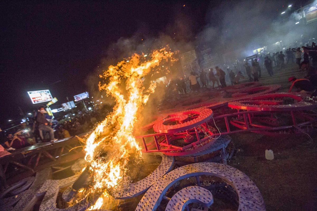 Muertos, heridos, destrucción, barricadas y saqueos dejaba este sábado la jornada de protestas en Nicaragua, (Foto Prensa Libre: EFE)