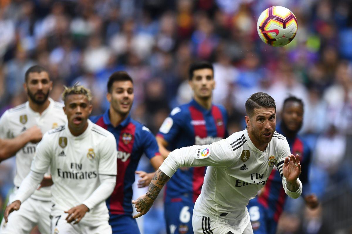 Sergio Ramos, defensa del Real Madrid salió a la defensa del entrenador merengue, Julen Lopetegui. (Foto Prensa Libre: AFP)