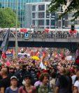 Miles de manifestantes contra el G20 toman las calles de Hamburgo. (Foto Prensa Libre: EFE)