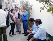 Los cinco  concejales de San Lucas Sacatepéquez que fueron capturados permanecen en el Juzgado de Turno  de Antigua Guatemala. (Foto Prensa Libre: Renato Melgar)