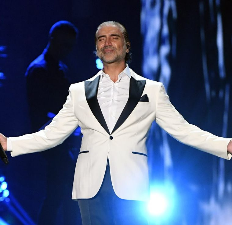 Alejandro Fernández se presentó en vivo en los Latin Grammy (Foto Prensa Libre: AFP).