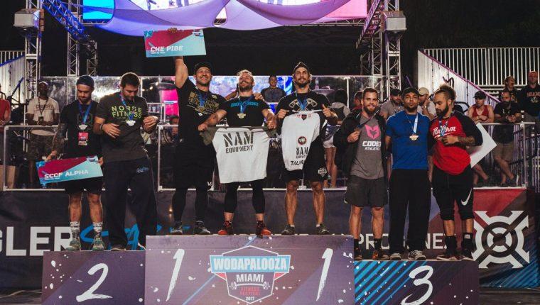 """Joel Bran y su equipo """"Che Pibes"""" celebran tras ser premiados con el oro en Miami. (Foto The Wodapalooza)"""