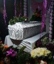Los restos de Brenda Catarina Raymundo Maldonado, de 5 años, son velados en su casa, en Cipresales, Nebaj, Quiché. (Foto Prensa Libre: Héctor Cordero)