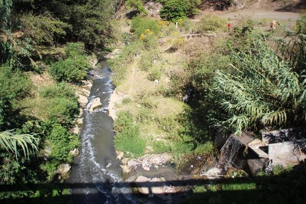 el Afluente Zacumá, que se encuentra contaminado, recorre las zonas 8 y 11 de la cabecera  de Huehuetenango.
