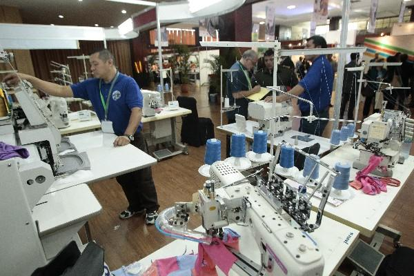 Según la experta en nanotecnología Jessica Fernández, no es necesario cambiar maquinaria o equipos si se el sector textil adopta esa tecnología. (Foto, Prensa Libre: Hemeroteca PL).