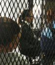 La exdiputada Daniela Beltranena y la exvicepresidenta Roxana Baldetti en la carceleta de tribunales. (Foto Prensa Libre: Javier Lainfiesta)