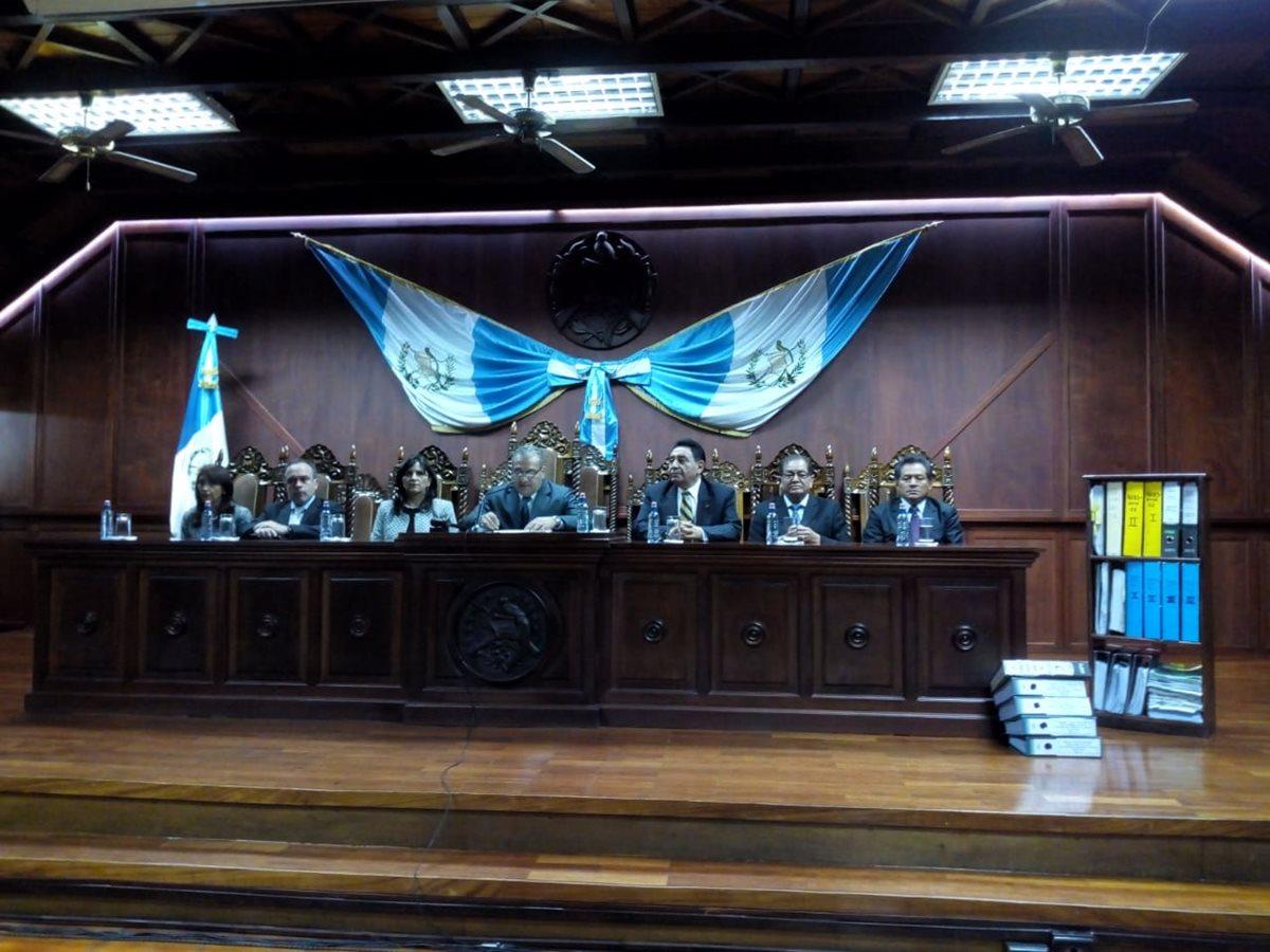 El pleno de la CC, que se integró con siete magistrados, da a conocer el fallo en conferencia de prensa. (Foto Prensa Libre: Óscar Rivas)