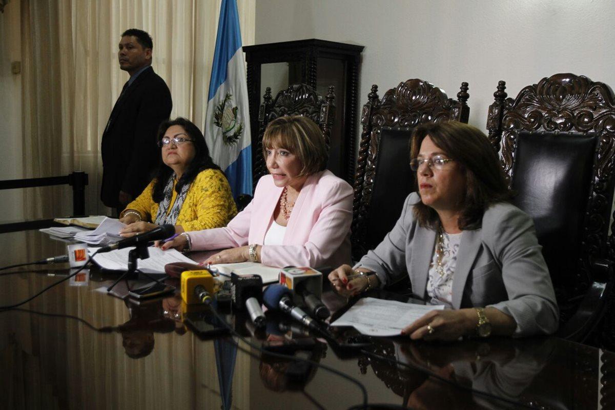 Magistradas de CSJ, en conferencia de prensa luego de la sesión plenaria. (Foto Prensa Libre: Paulo Raquec)