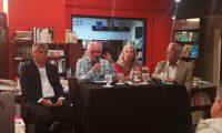 Jorge Pinto, Carlos Interiano, Vilma Sánchez y Hugo Gutiérrez, en el evento donde se contó sobre la visita de Mario Vargas Llosa (Foto Prensa Libre: Pablo Juárez).