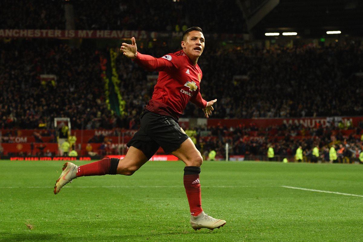 Alexis Sánchez festeja después de anotar el gol de la victoria para el Manchester United. (Foto Prensa Libre: AFP)