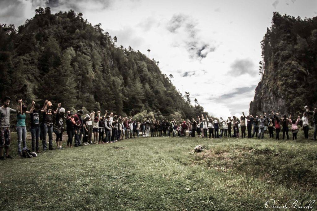 Cientos de personas la visitan ahora y piden por un cambio en el lugar y que se haga conciencia en los desastres ecológicos.