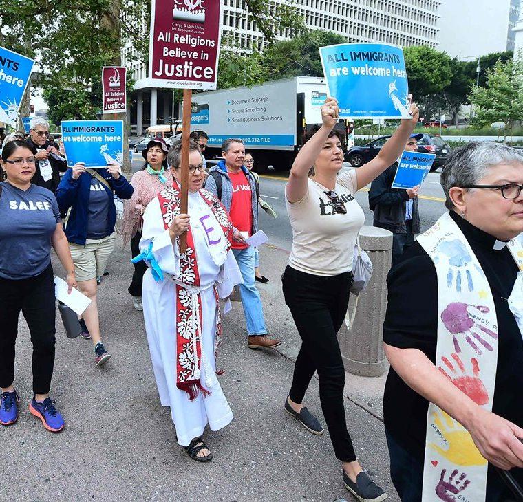 Activistas protestan por la visita del Fiscal General Jeff Sessions y las administraciones Trump políticas de inmigración en Los Ángeles, California (AFP).
