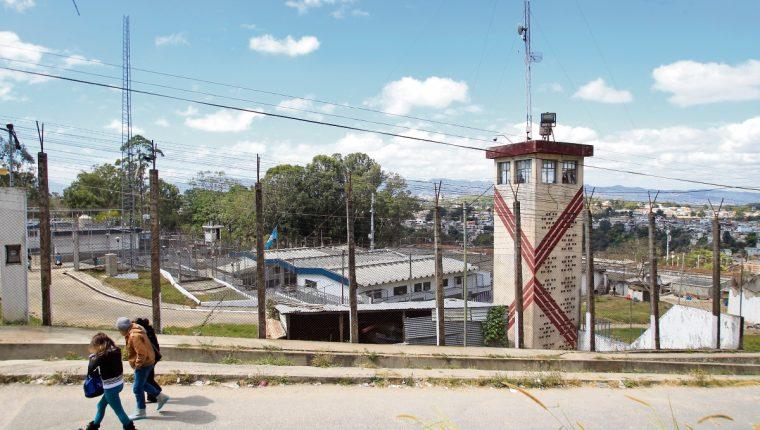 Telefónicas no pueden hacer uso de propiedades públicas, privadas ni comunales, dice sentencia de la CC. (Foto Prensa Libre: Hemeroteca PL)