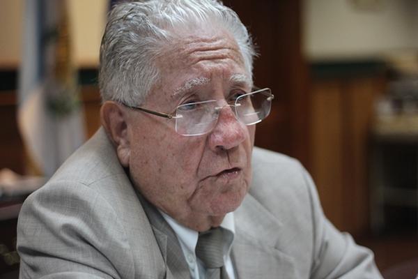 """Álvaro Rolando Torres Moss ha ejercido el Derecho por más de 50 años (Foto Prensa Libre: Esbin García).<br _mce_bogus=""""1""""/>"""