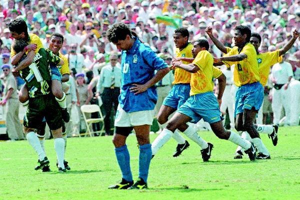 """El delantero italiano, Roberto Baggio sufrió en la final del Mundial de Estados Unidos 1994, tras fallar el penalti decisivo. (Foto Prensa Libre: AS Color)<br _mce_bogus=""""1""""/>"""