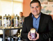 david Batres, gerente regional de la marca, presentó ayer Starbucks Guatemala Antigua.