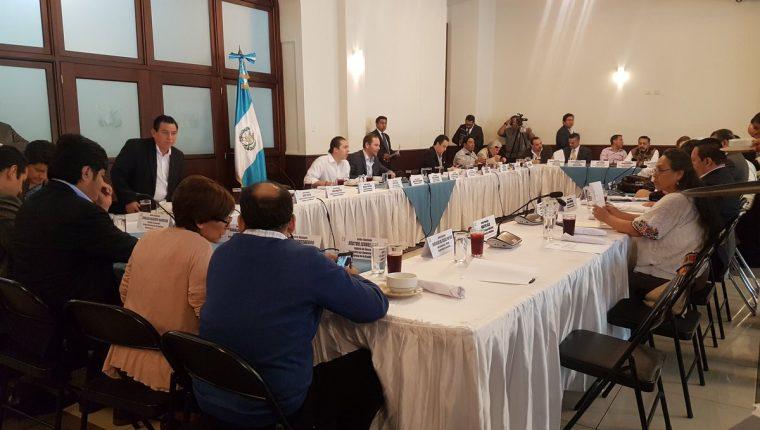 Los jefes de bloque del Congreso de la República se reunieron este lunes y la iniciativa 5421 fue uno de los temas tratados. (Foto Prensa Libre: Carlos Álvarez)