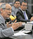 Álvaro Colom fue detenido el 23 de febrero último junto a su equipo de Gabinete por haber firmado acuerdos que dieron vida al Transurbano. (Foto Prensa Libre: Hemeroteca PL)