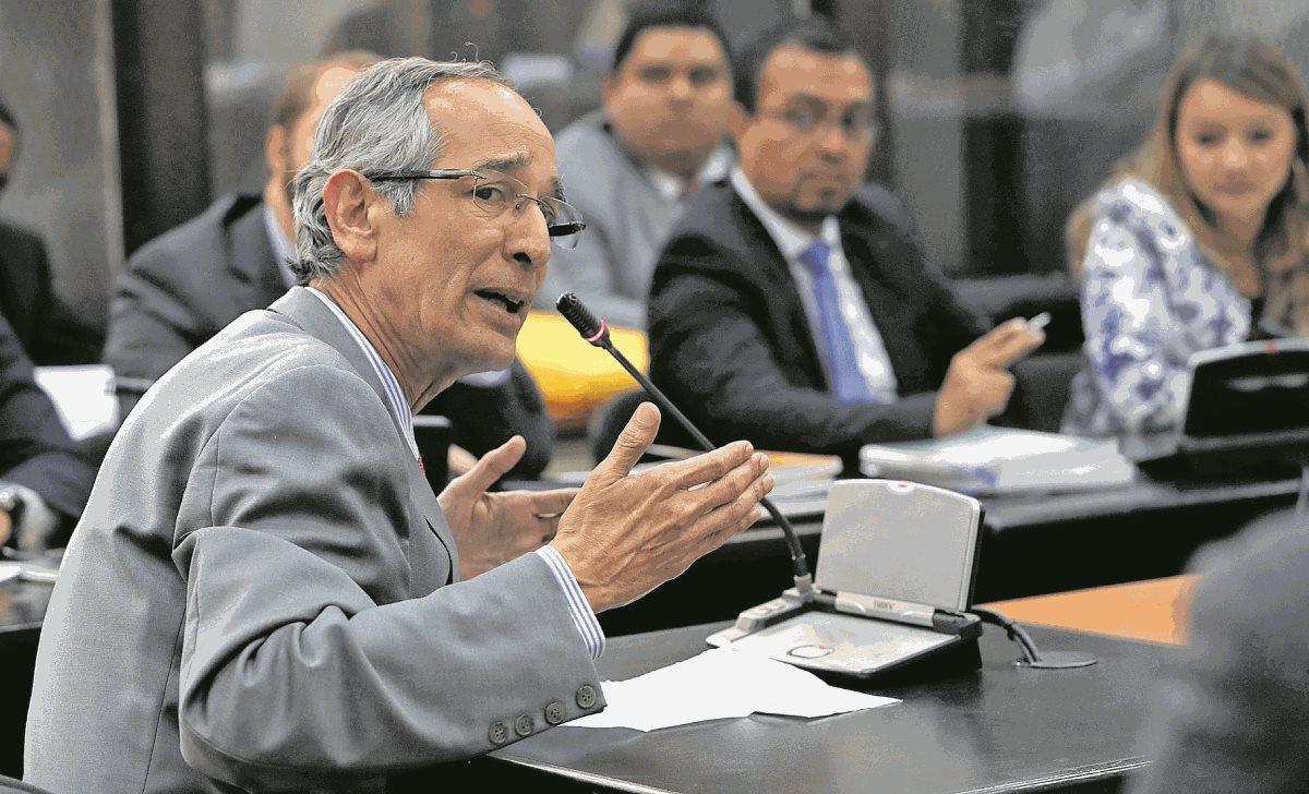 Álvaro Colom saldrá de prisión por caso Transurbano