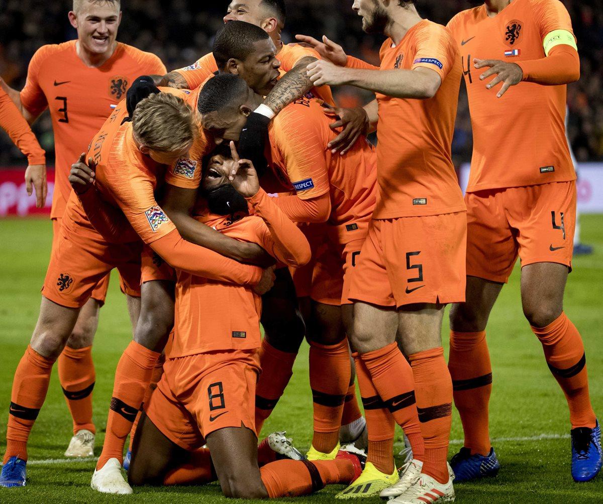 Los jugadores de Holanda tuvieron una jornada de festejos. (Foto Prensa Libre: EFE)