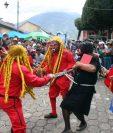 Distintas agrupaciones ejemplificarán este jueves la lucha entre el bien y el mal, representada con danzas, en Ciudad Vieja, Sacatepéquez.(Foto Prensa Libre: Renato Melgar)