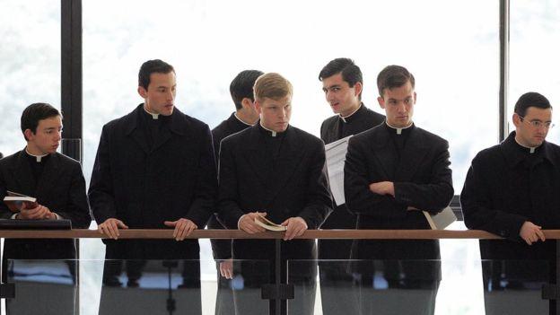 Los primeros sacerdotes en participar en el seminario de exorcismo realizado por el Vaticano lo hicieron en 2005. AFP