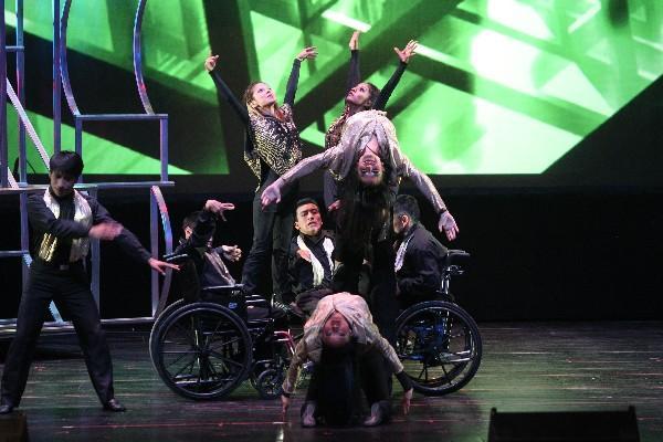 Habilidad y destreza muestran en  gala musical artistas con  capacidades diferentes.