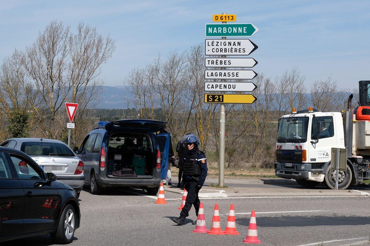 Autoridades apuntan a que balacera y toma de rehenes en el sur de Francia fue un ataque terrorista