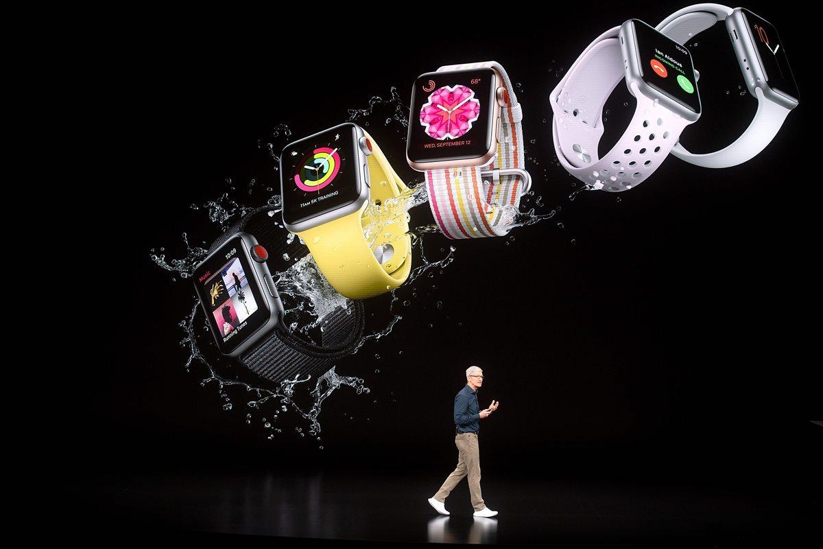 El Apple Watch Series 4 incorporará una nueva interfaz que le permite dar más gráficas y utilizar más aplicaciones al usuario. (Foto Prensa Libre: AFP).
