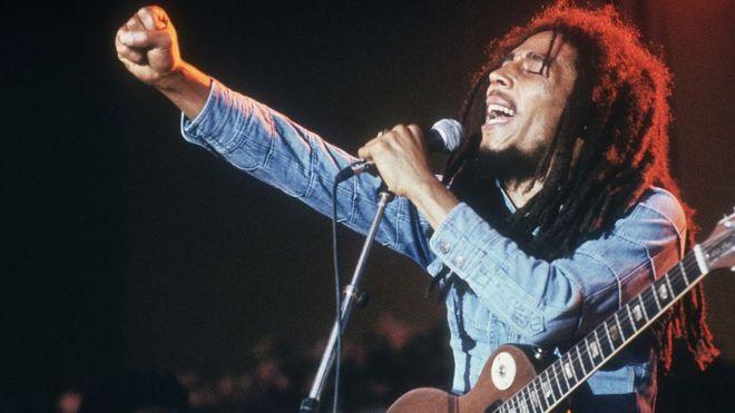 Robert Nesta Marley Booker, más conocido como Bob Marley, llevó la música reggae y el movimiento Rastafari a la fama mundial. Pero para su país, él fue mucho más que eso. GETTY IMAGES