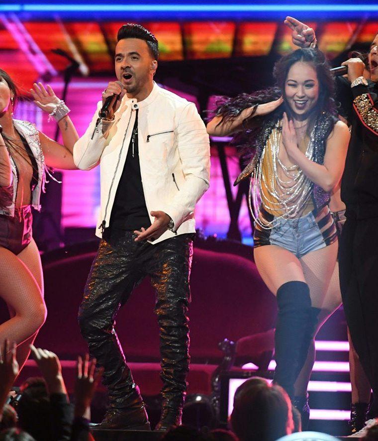 Luis Fonsi y Daddy Yankee se presentan en la 60 edición de los Grammy Latino (Foto Prensa Libre: AFP).