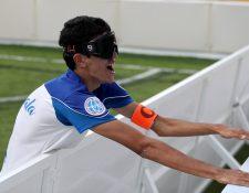Daniel Molina sufrió una ceguera adquiridad a los cinco años, pero eso no lo frena. (Foto Prensa Libre: Carlos Vicente)