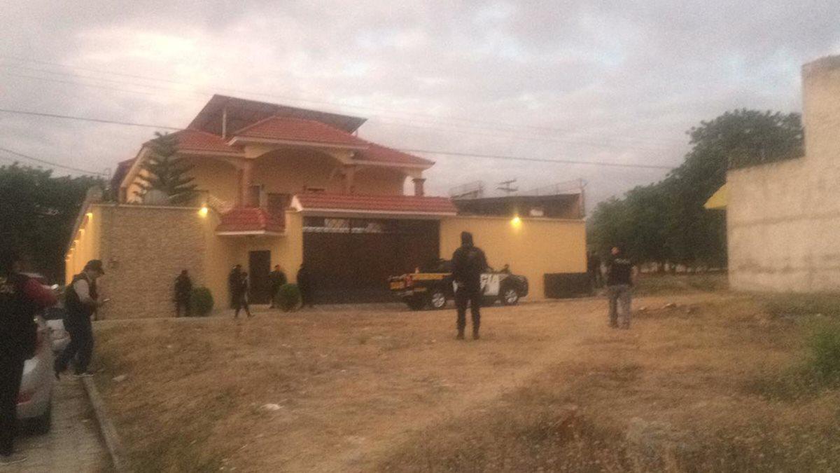 Uno de los allanamientos en donde fue detenido el hondureño Orlando Pinto. (Foto Prensa Libre: MP)