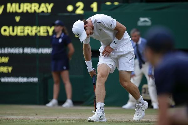 El británico Andy Murray lamenta la eliminación de Wimbledon. (Foto Prensa Libre: AFP).