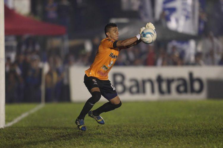 Iván Pacheco hizo un buen trabajo en sustitución del expulsado Álvaro García.