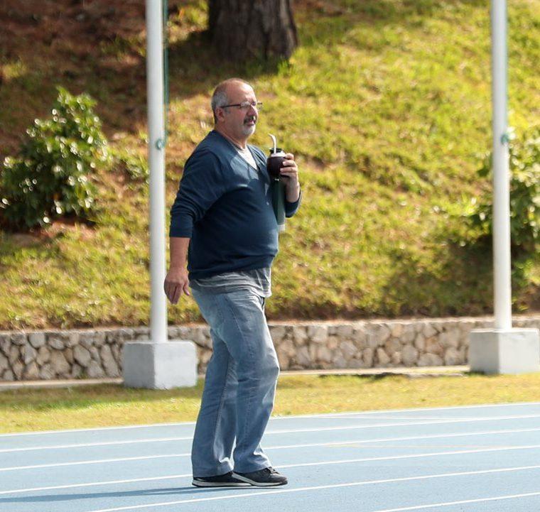 Javier Irazún, padre del guardameta crema, estuvo en el entrenamiento. (Foto Prensa Libre: Jeniffer Gómez)