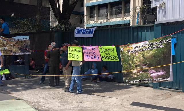 Manifestantes de la Puya toman la diagonal 17 frente al MEM
