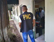 Los allanamientos en el Registro de Información Catastral son coordinados por la Fiscalía Especial contra la Impunidad. (Foto Prensa Libre: PNC)