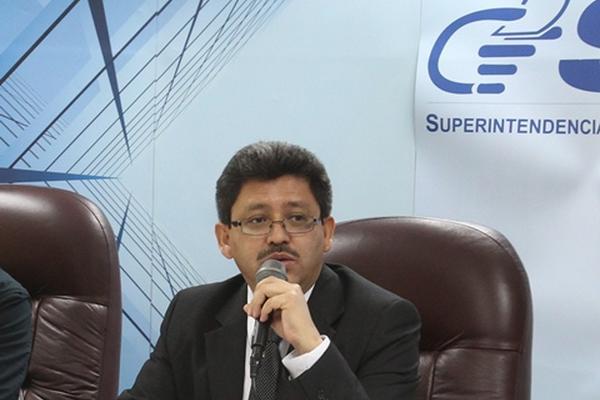 Omar Franco informó que en enero no se percibió Q118 millones por impuesto a la telefonía. (foto Hemeroteca PL)