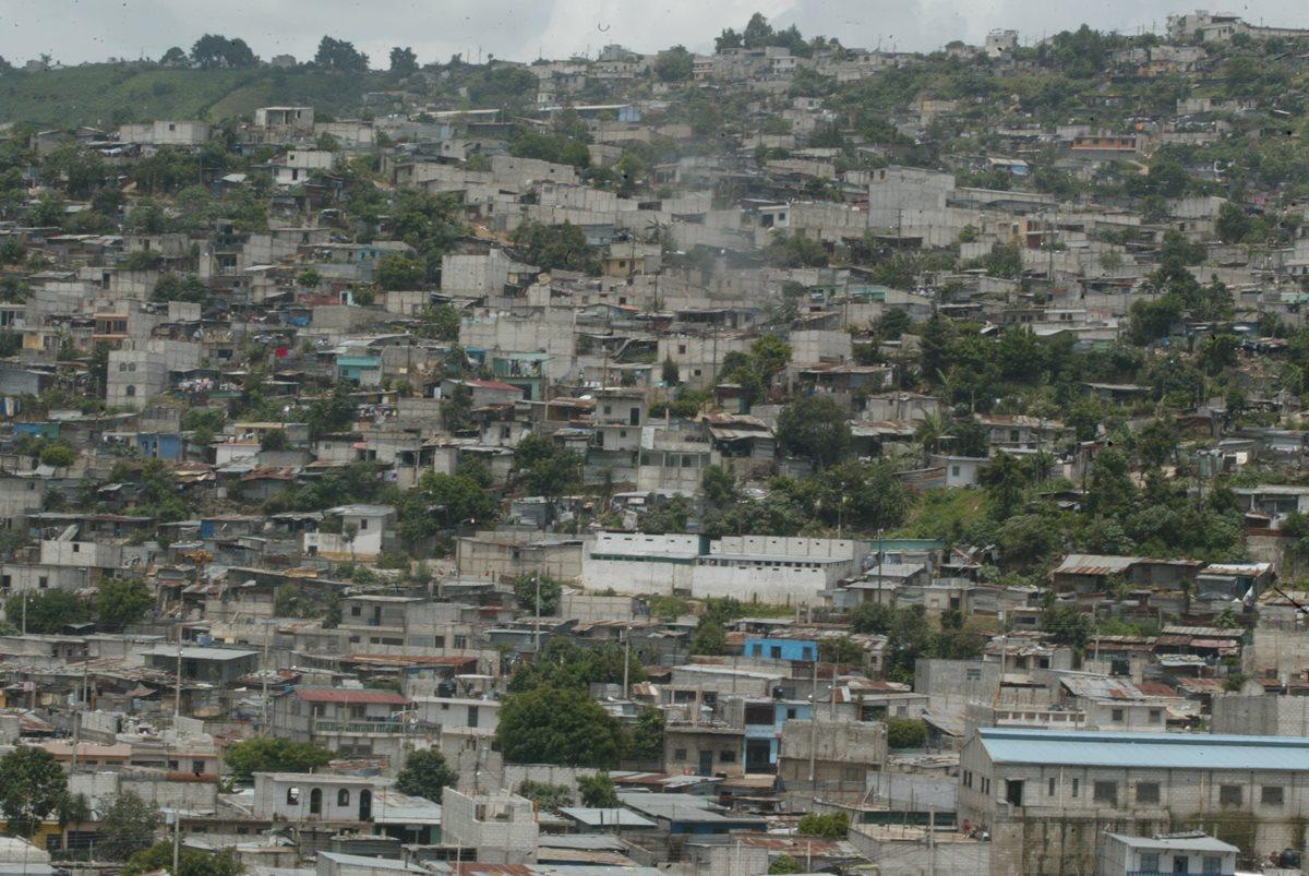 El crecimiento poblacional en Villa Nueva también aumentó la dificultad de movilidad en ese municipio.(Foto Prensa Libre: Hemeroteca PL)
