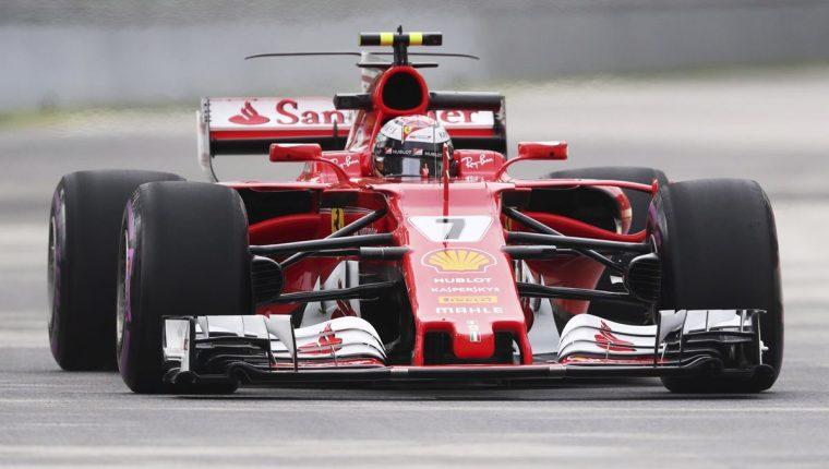 Kimi Raikkonen encabezó los cronos de ensayo, por delante de Lewis Hamilton. (Foto Prensa Libre: AFP)