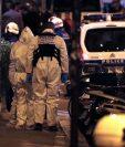 La policía de Paris trabaja en el lugar donde murió uh hombre que minutos antes de ser abatido por la policía acuchilló a varias personas. (Foto Prensa Libre: AFP)