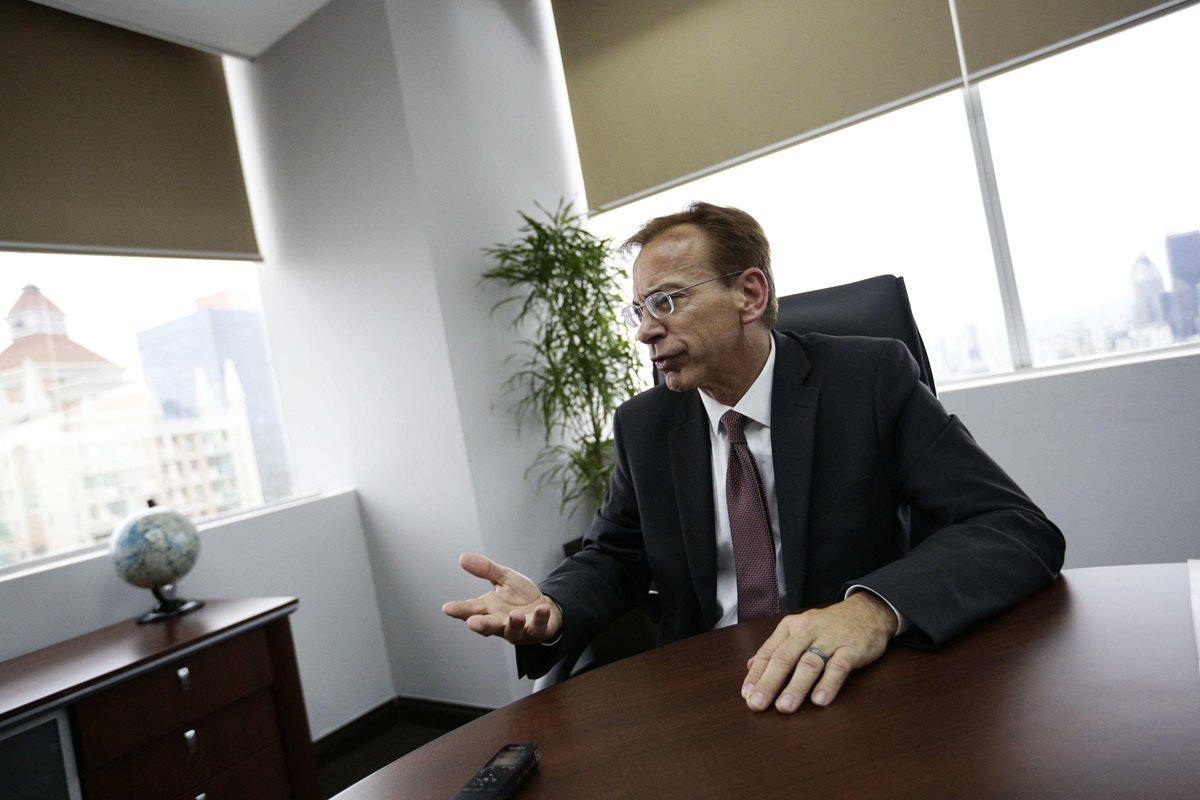 """El vicepresidente y director global de Cumplimiento de la constructora brasileña Odebrecht, Michael Munro, dijo que vetar en licitaciones públicas a empresas que han colaborado en procesos judiciales es """"incoherente"""". (Foto Prensa Libre: EFE)"""